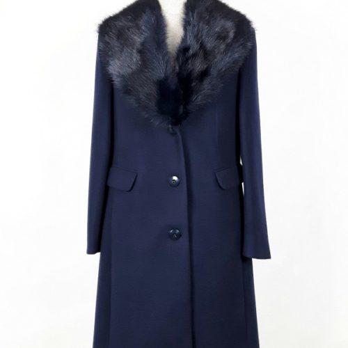 Wełniany płaszcz damski dyplomatka z futrzanym kołnierzem Patrycja granat 1