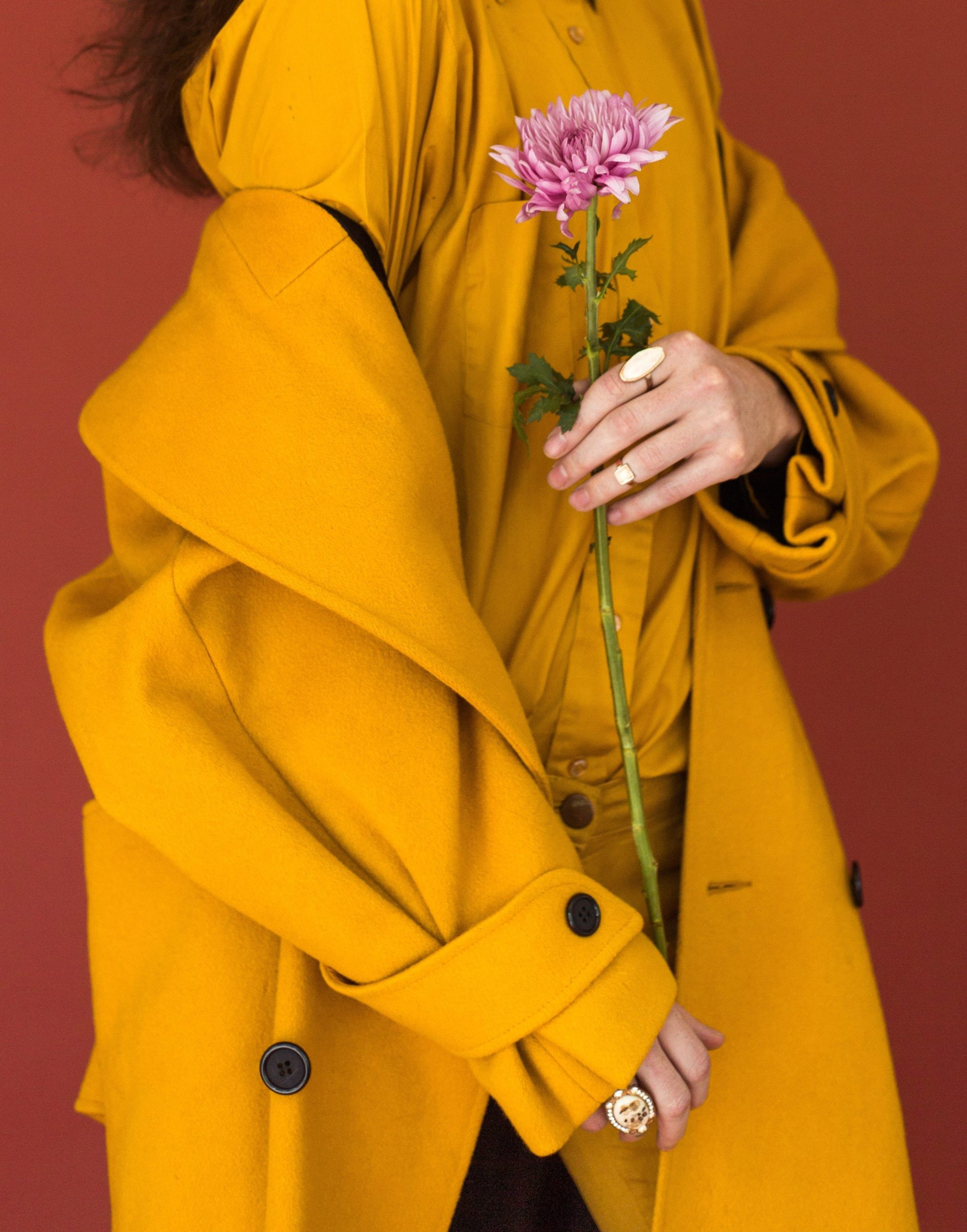Modne płaszcze na wiosnę 2020. Jak wybrać ten idealny?